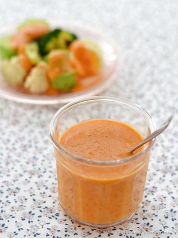 こちらは完熟トマトとごま油のドレッシング。温野菜が飽きずにもりもり食べられます。色もきれいなので、食卓が明るくなりそう。