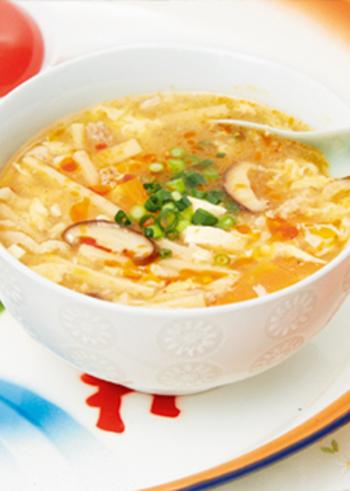 酸辣湯麺を、試されたことはありますか?酸辣湯(スーラータン)は好みが分かれる味ですが、このスッぱくて辛いスープに、一度目は拒絶反応しても、ハマる人はハマります。