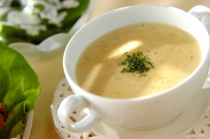 子どもさんは、コーンスープ大好きですね。クリームスタイルのコーン缶詰で作る簡単スープです。玉ねぎをよく炒めて甘味を出すのがポイント。裏ごしすると、滑らかでより本格的なスープに♪クルトンを浮かべても◎