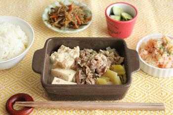 肉豆腐のオススメのレシピを紹介してきましたが、いかがでしたか? 温かい食べものが恋しくなってきた時季に、みんなで食卓を囲うのにオススメレシピなのでぜひ試して下さいね。