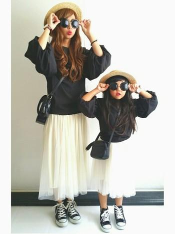 ふんわりチュールスカートにドルマンスリーブのブラウスを合わせた女子力高めコーデを「仲良しコーデ」で。ママとお揃いでリップも合わせれば女の子も大喜びです♡ 違うブランドでも、ここまで合わせることができるんですね。