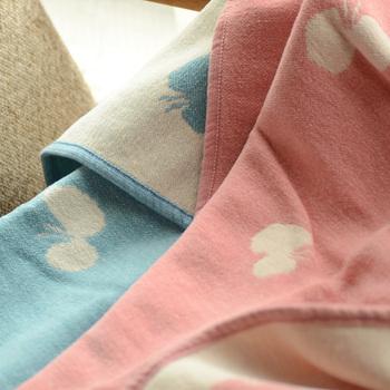 優しいパステルカラーのちょうちょ柄は子供用にぴったり。ベッドに、お昼寝用に様々な用途で使えます。