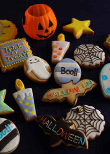 アイシングをすると、どんなクッキーも一気にかわいく華やかになりますよね♪ハロウィンクッキーはモチーフの色がだいたい決まっているので、はじめてチャレンジするのにおすすめですよ。
