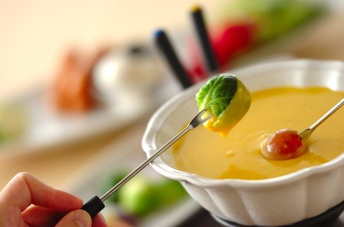 ハロウィンの日は、フォンデュもカボチャ味にアレンジしてみましょう。野菜がたくさん食べられます。