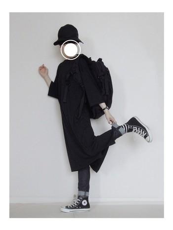 スタイリッシュなファッションがお好みの方におすすめ! ブラック系だけで決めるシンプルなコーディネイトです。 オールブラックでももちろん素敵♪
