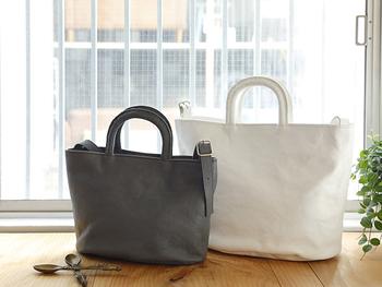女性におすすめなのがこちらのバッグ【LUNCH(tote) 】。お弁当がちょうど収まるコンパクトなサイズと、通勤にもおすすめな大きめサイズの2種類。