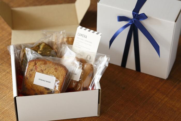 人気の焼き菓子を詰め合わせたギフトセットもあります。「MIWAKO BAKE」の焼き菓子は、贈られた方の心も優しくほぐしてくれることでしょう。