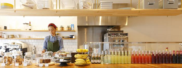 店主をつとめる美和子さん。シンプルだけれど、どこか懐かしく心に優しい・・・そんな焼き菓子を日々手作りしています。