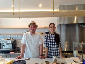 「CAMERA」を営むのは、田村晃輔さん・美和子さんご夫妻。夫婦それぞれのやりたいことをかたちにした想いの詰まったショップです。