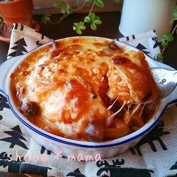 熱々をはふはふ食べたいオムライスグラタン!オムドリアとも呼べますね♪オムライス・ソース・チーズの組み合わせは、美味しさ満点です◎これからの寒い日にもぴったりです。
