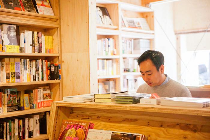 「街の本屋さん」を経営するのは簡単なことではありません。堀部さんは、本屋の新しいあり方を提案すべく、本の流通から見直すことにしたのです。
