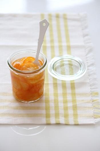 金柑が出回る時期にぜひ作りたい「金柑のはちみつ生姜漬け」。皮ごとスライスして、はちみつを注ぎます。ヨーグルトソースなどにもおすすめです。