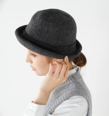 このハットは、岡山の倉敷美観地区にショップを構える帽子ブランド、Chapeaugraphy(シャポーグラフィー)によるもの。ハンドメイドで個性豊かなアイテムを展開しています。