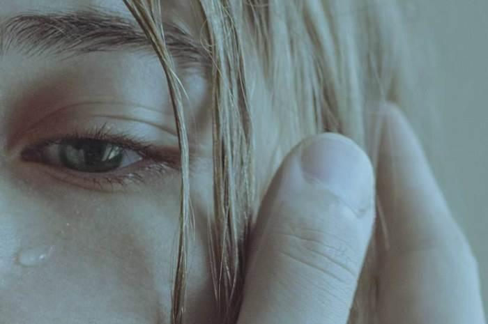 """映画に感動して号泣したあとに、なぜか心がスッキリと晴れやかになった経験はありませんか?「涙活」という言葉があるように、今注目のストレス解消法が""""泣く""""です。涙と一緒にストレス物質を流して、泣いた後には快感物質も分泌するという泣く機能。"""