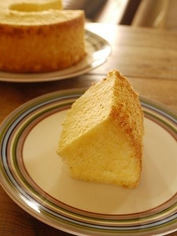 お好みでマーブル模様やレモン、ジャム入りなどアレンジ自在なシフォンケーキは、ふわふわ食感がくせになります。