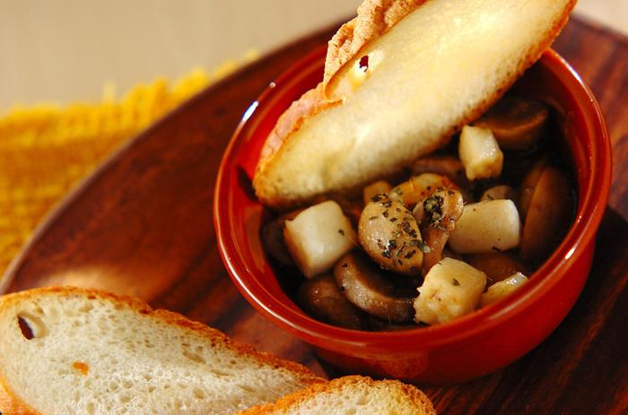 スペイン料理のアヒージョはお酒のおつまみとしてもgood。シーフードミックスを使えばササッと作れます♪