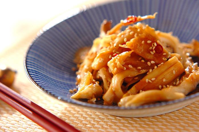 白マイタケとエリンギを細く刻んで炒めた「きんぴら」も、お弁当の隙間をうまく埋めてくれるおかず。たっぷり作っておくと便利ですね。