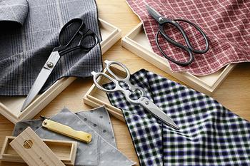 「良い道具を使いたい」と思う人におすすめなのが、播州刃物(ばんしゅうはもの)のハサミやナイフです。最近ではあまりナイフで鉛筆を削ることはなくなりましたが、あえて使いたい一品です。