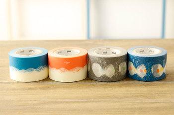 大人気の「ミナ・ペルホネン」のマスキングテープ。淡い色合いで、いろんな柄と組み合わせてみるのもおすすめです。幅は少し広めの30mmなので、ラッピングなどにも使えます。