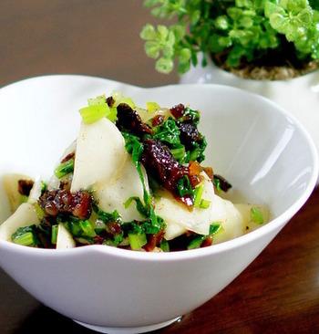 こちらは干し柿を使ったレシピです。 蕪と柿で季節の味を楽しめますね。