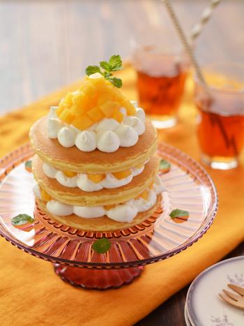 こちらは柿のデコレーションケーキ♪見た目も華やかで美味しそうですね。