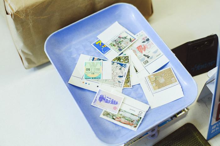 一万円選書は送料込。3キロ以下であれば、日本中どこでも610円で郵送できるのだそう。なるべくいろいろな種類の本を入れたいので、一つが軽い文庫本が中心になることが多いという