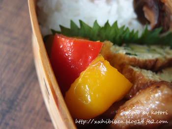 色鮮やかでお弁当に映えるパプリカのカレーマリネです。