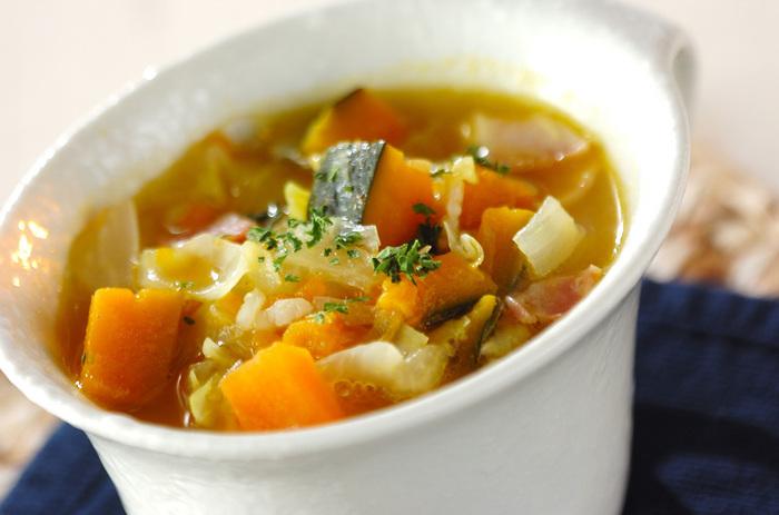 食べるスープ、ミネストローネ。冬野菜をふんだんに使って、栄養を余すことなくいただきましょう。