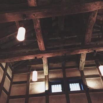 戦後、日本の酒造りにおいては大量生産の時代になり、生産性や効率を追いかけ原価の安い酒造りを目指したことによって本来の日本酒ではなくなり、日本酒離れが進む結果となってしまいました。一時期は時代に流され、寺田本家でもそのようなお酒を造っていたそうです。