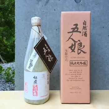 「五人娘」は濃醇で飲み応えの有る純米酒で、寺田本家を代表するお酒です。「娘を送り出すような気持ちで」大切に作られています。