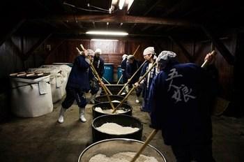 寺田本家では、すべての工程を時間と人手をかけて丁寧に手作業で行う酒造り、江戸時代頃の伝統的な仕込方法である「生もと(きもと)造り」で行っています。