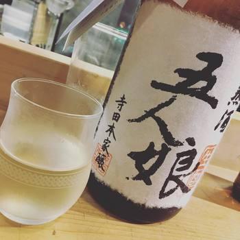 自然の摂理を上手に利用することによって生命力のある力強い酒母ができあがります。生もと造りによるお酒は乳酸の酸味がきき、アミノ酸が多く旨みの濃い、香りも複雑でコクのある味わいが特徴です。