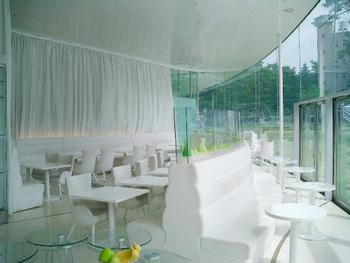 「Fusion21」・・・地元加賀の野菜など地産池消の食材を取り入れた食事が人気のカフェです。ビュッフェ式のランチとスイーツも充実しています。ガラス張りの開放感ある空間がゆったりとした気分にさせてくれますよ!