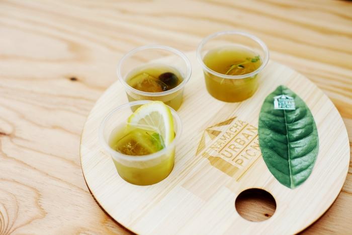「FLAVOR NAMACHA」は5つのフレーバーの中からお一つか、写真の「テイスティングセット」(レモン・巨峰・すももの三種)どちらかを選べます。それぞれの味の違いを楽しむことで、緑茶の幅広さをもっと感じることができそうですね。