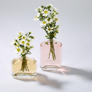 いかがでしたか? 香水は付け方によっては、迷惑になるので付け方にも気を配りながら香りを楽しみましょう。 ぜひ、正しい付け方で香水をもっと楽しんでみてくださいね。