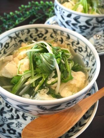 ホタテ缶を使うので、手軽にホタテの風味たっぷりのスープができちゃいます。フライ系など、ちょっとこってりめな和食に合うスープです。