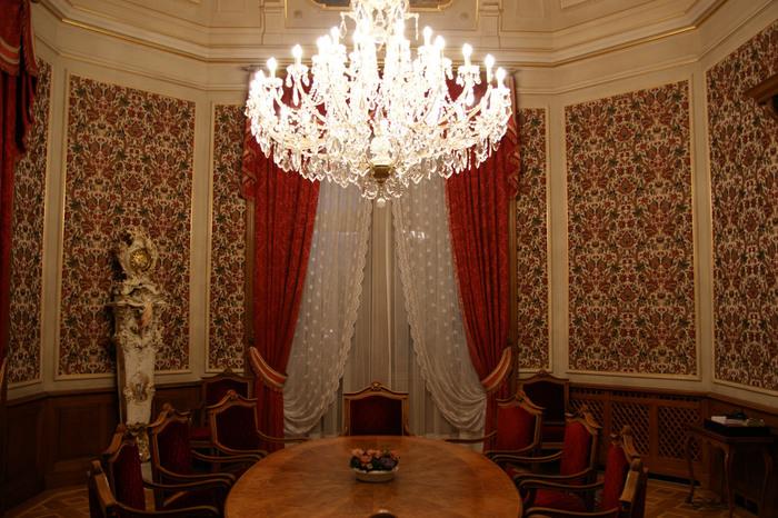 連邦議事堂内部に入ってみたい方は、見学ツアーが開催されているので、ぜひ参加してみましょう。