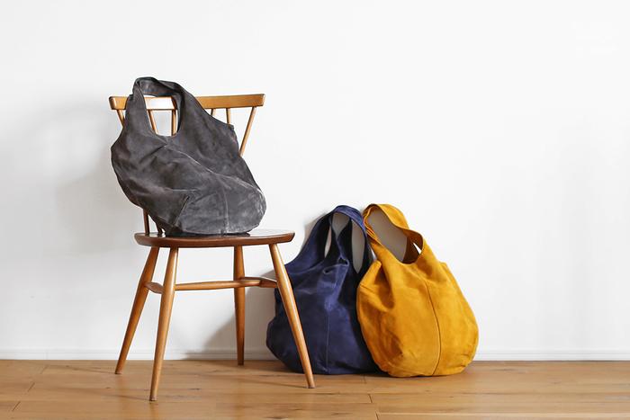このトートバッグ、レザー仕様なのですが丸洗いできてしまうのが特徴。デザインもシンプルで使いやすい上に自分で洗えてしまうなんて嬉しいですよね。