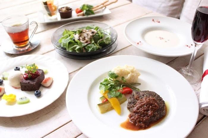肉や魚を使わないヴィーガン料理だということが信じられないほど、見た目も美しいお料理♪ヴィーガンパンケーキなど、気になるメニューがいっぱい。
