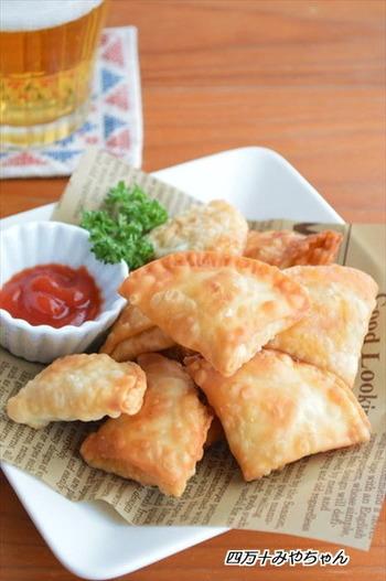 インドの定番料理サモサも、餃子の皮と余ったポテトサラダで簡単に作れます。