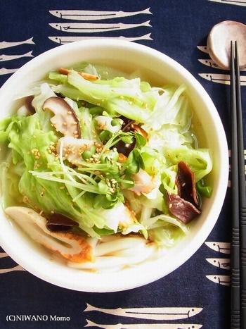 お腹に優しいものが食べたい時や、調子が悪い時はこちらのレシピがおすすめ。鶏ガラ味でコク旨なスープを飲めば、野菜も旨味や栄養も余さず飲み干すことができます。