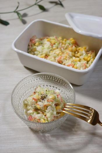 キャベツのサラダと言ったら外せないのがコールスロー。1/3個分のキャベツをたっぷり消費できます。冬などキャベツが固めの時は、レンジで少しチンすると柔らかくなりますよ。