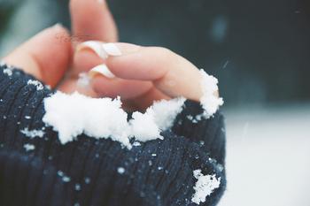 冬の冷たい風だけでなく洗濯、食器洗いやお掃除などの水仕事をしたりと女性の手は荒れてしまいがち。