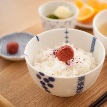 真っ白なほかほかご飯。食べているとホッとする、和食には欠かせない存在ですよね。そんなご飯がより進むようになる、とっておきの「ご飯のおとも」のレシピをご紹介します!