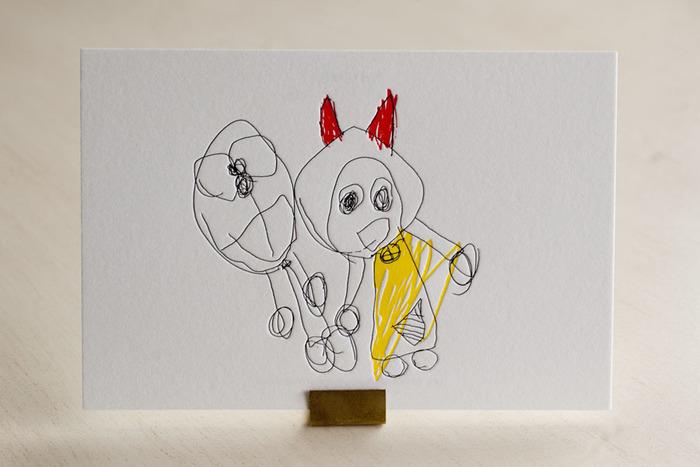 ちょっと変わったデザインでは、小さな子供の描いた絵をそのまま活版印刷のポストカードに仕立てるものも。思い出の一枚を特徴的に残せそう。