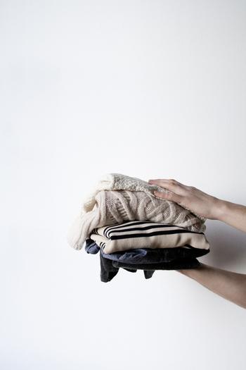 シーズン中に、週または月に何回着たのかを数えてみて、着用頻度順に3つに分けることで、どの服がクローゼットで眠っているのかが、ハッキリ分かります。