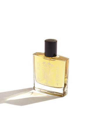 すべて手作りにこだわって作られる「D.S.&DURGA」。ミュージシャンのD.S.と建築家のDurgaが友人に手作りの香水を作ったら喜ばれたことがきっかけで販売することになったんだそう。世界中から集められた原料を使って作られる香水は、植物を蒸留するときから手作り。ハーブ・花の力を大切にした香水は天然の香りが魅力。ボトルのデザインもとっても素敵です。