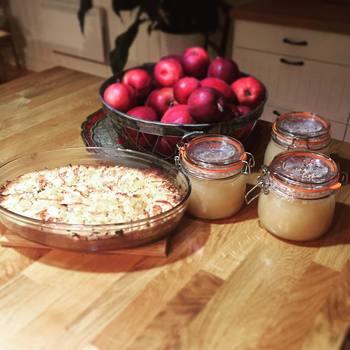 まずは秋冬を代表する果実のりんご。ジャムを作った方も多くいらっしゃると思いますが、とろけるような食感と程よい甘さが美味しいですよね。 寒い朝にトーストにのせたり、温かいアップルパイを焼いたり、紅茶にいれたりと、アレンジの豊かさも魅力です。