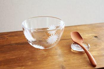 シンプルでどんな食器にも合うデザイン。器と柄を合わせて使ってみるのも素敵ですね。