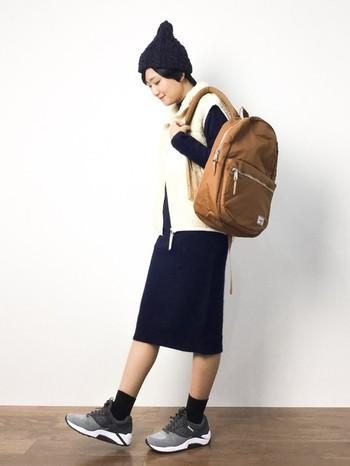 「Lawson」のモデルをBEAUTY&YOUTH UNITED ARROWS別注で作ったリュック。ナイロンタフタで上品な光沢感があります。きちんとした服装や、キレイめのコーディネートにも合い、大人の女性にぴったりです。